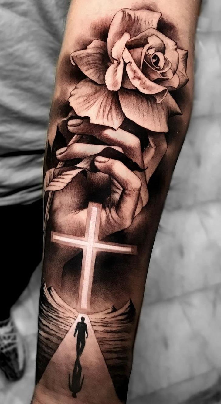 tatuagem-religiosa-no-antebraço