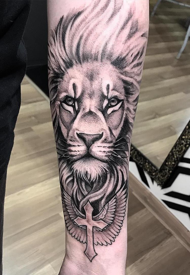 tatuagens-de-leão-masculinas-67