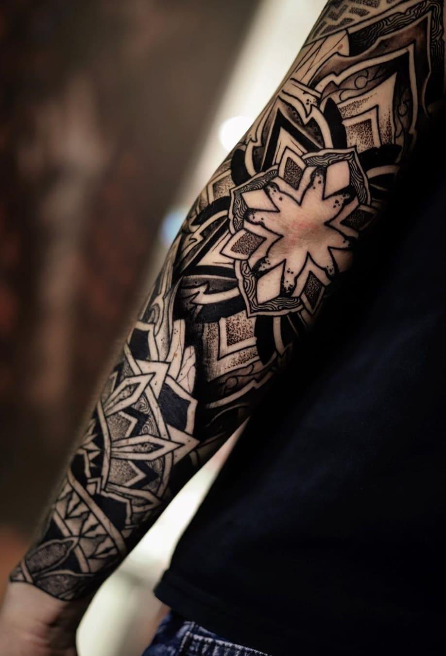 braços-fechados-de-tatuagens-geométricas-1