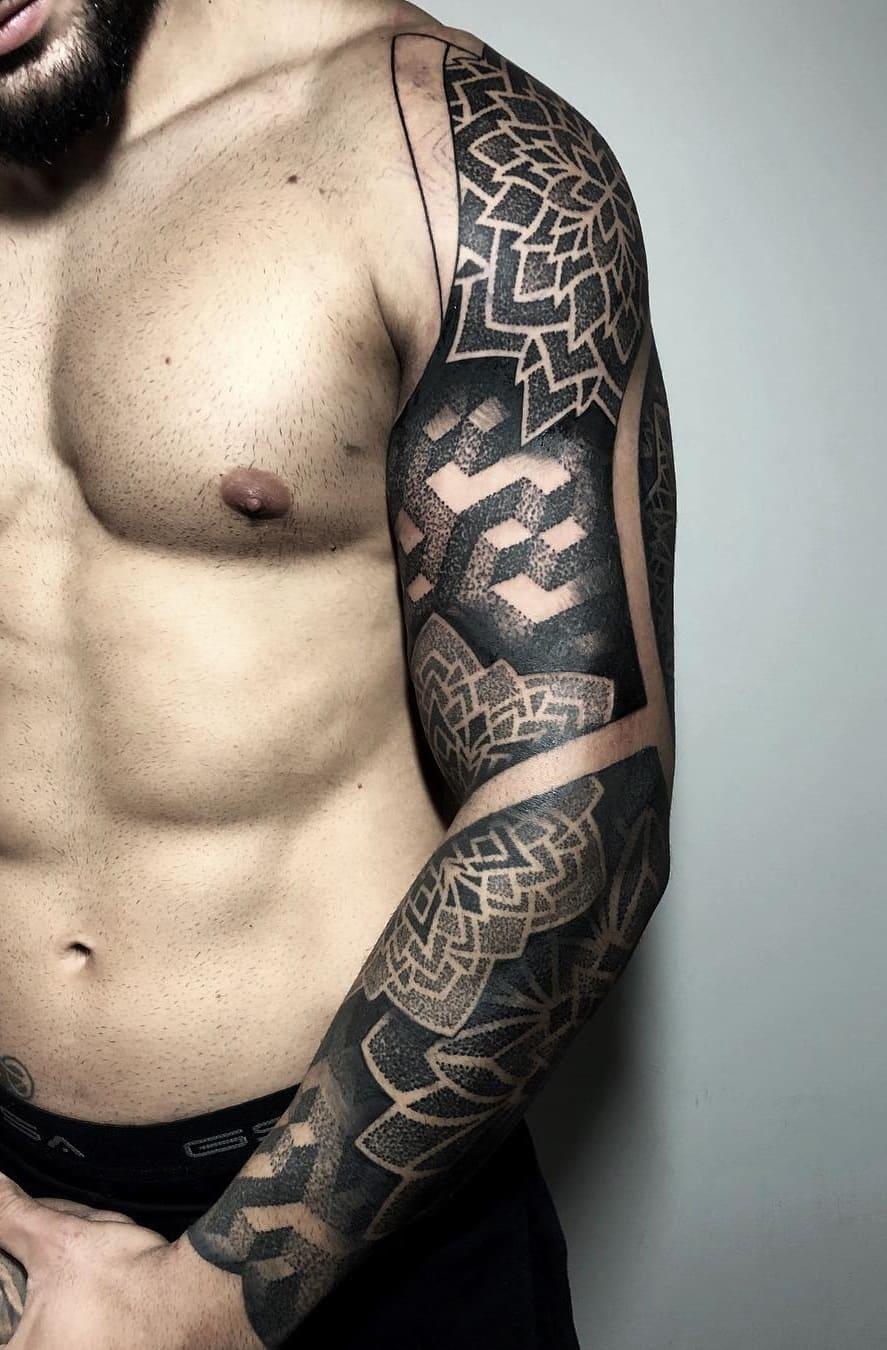 braços-fechados-de-tatuagens-geométricas-13