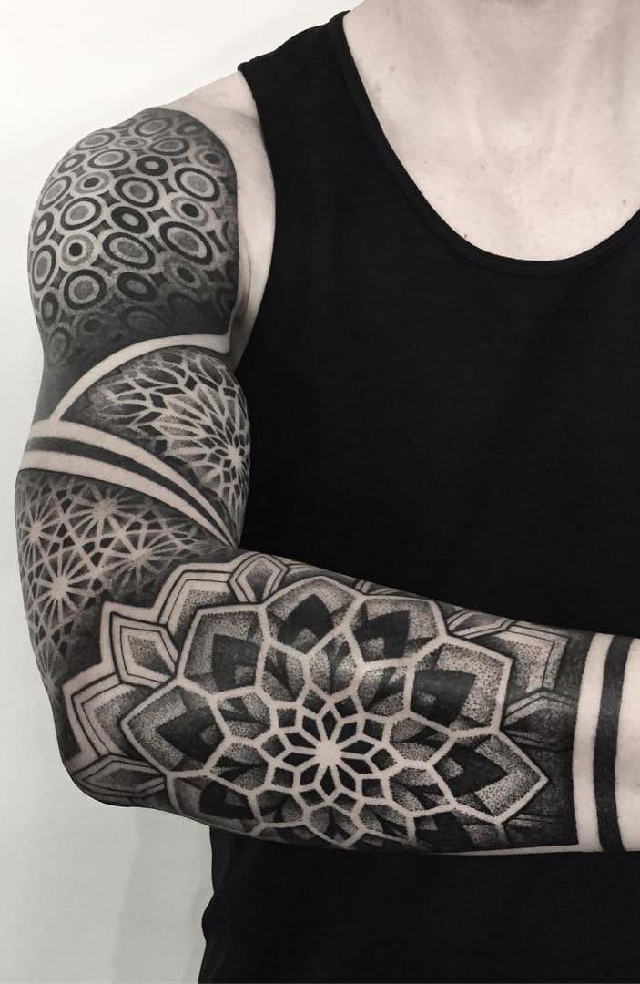 braços-fechados-de-tatuagens-geométricas-2