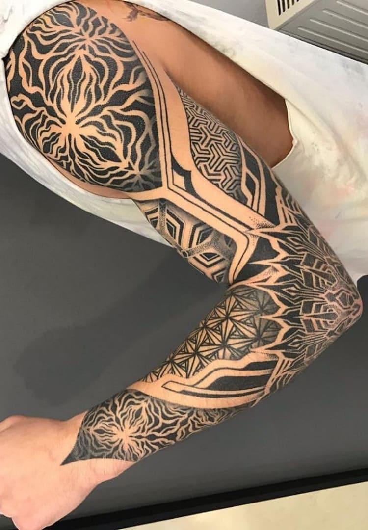 braços-fechados-de-tatuagens-geométricas-4