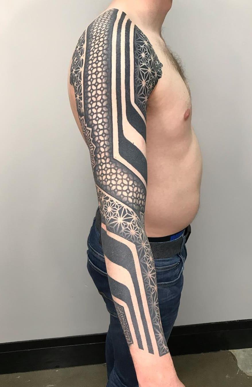 braços-fechados-de-tatuagens-geométricas-7