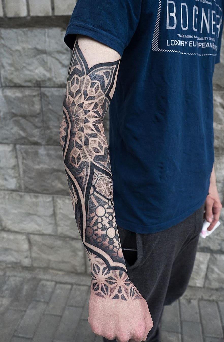 braços-fechados-de-tatuagens-geométricas-9