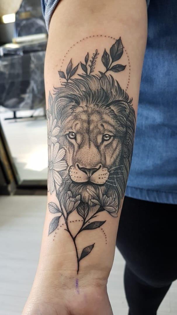 fotos-de-tatuagens-de-leão-femininas-12