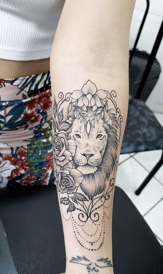 fotos-de-tatuagens-de-leão-femininas-19