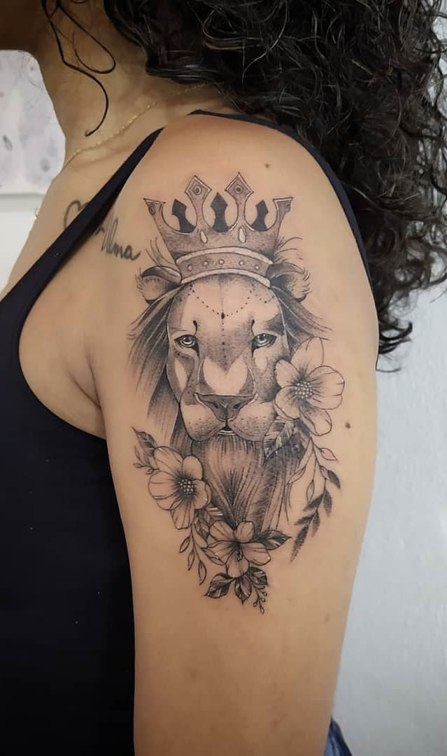 fotos-de-tatuagens-de-leão-femininas-4