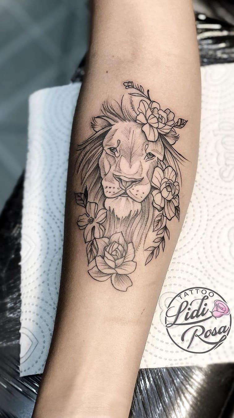 fotos-de-tatuagens-de-leão-femininas-5