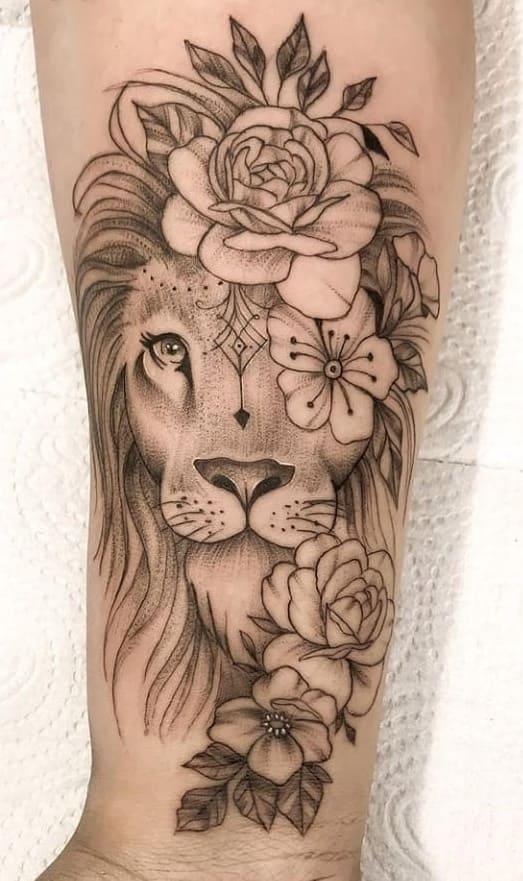 fotos-de-tatuagens-de-leão-femininas-8