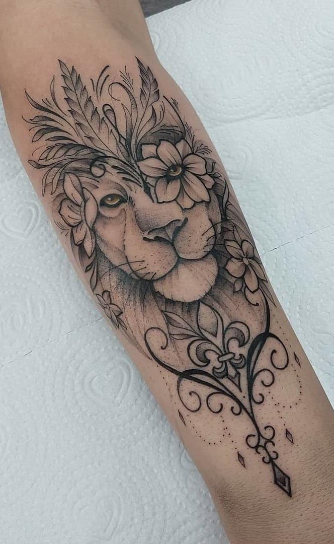 fotos-de-tatuagens-de-leão-femininas-9