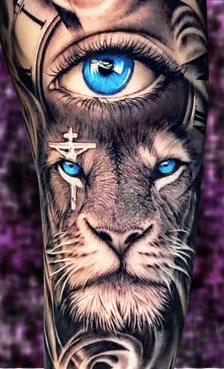 tatuagem-de-leão-de-olhos-azuis