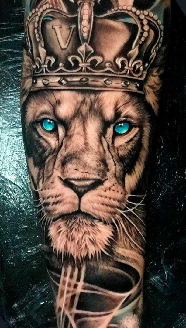 tatuagem-de-leao-com-olhos-azuis-no-antebraco-2020