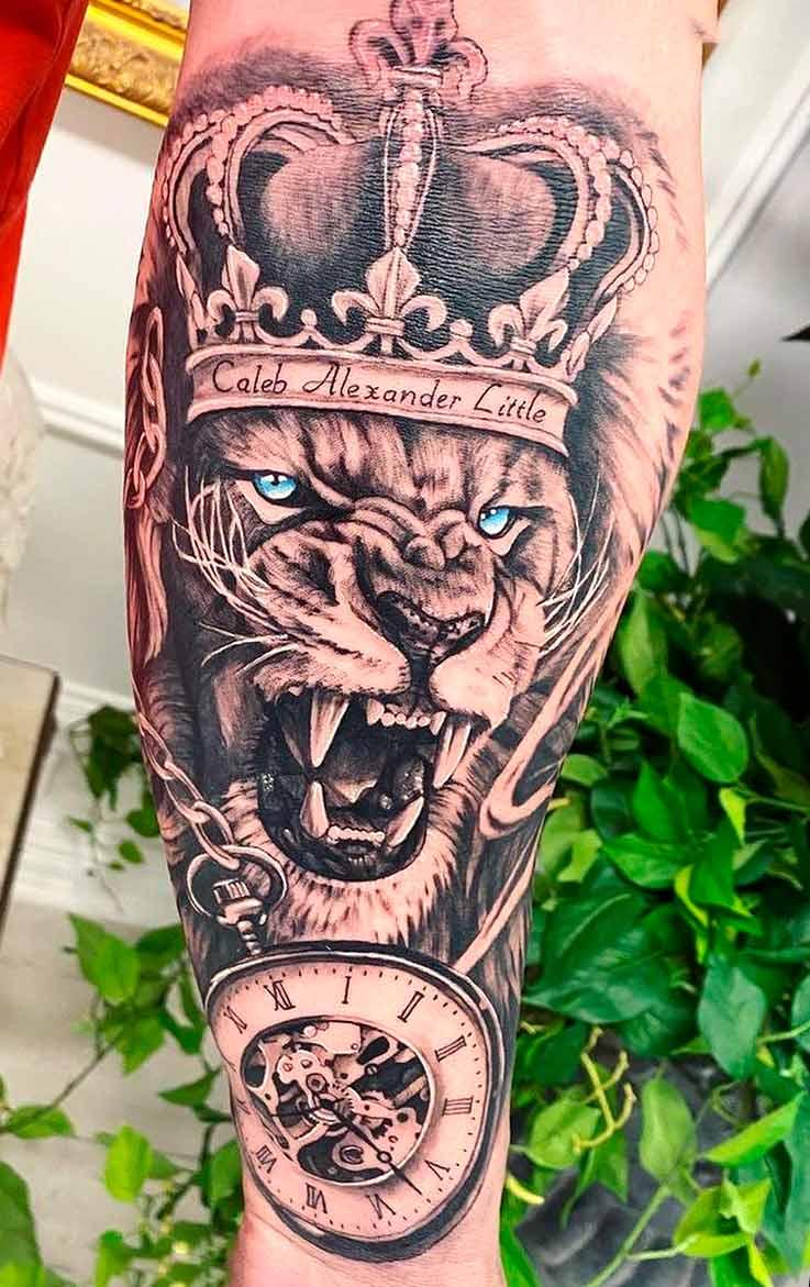 tatuagem-de-leao-com-olhos-azuis