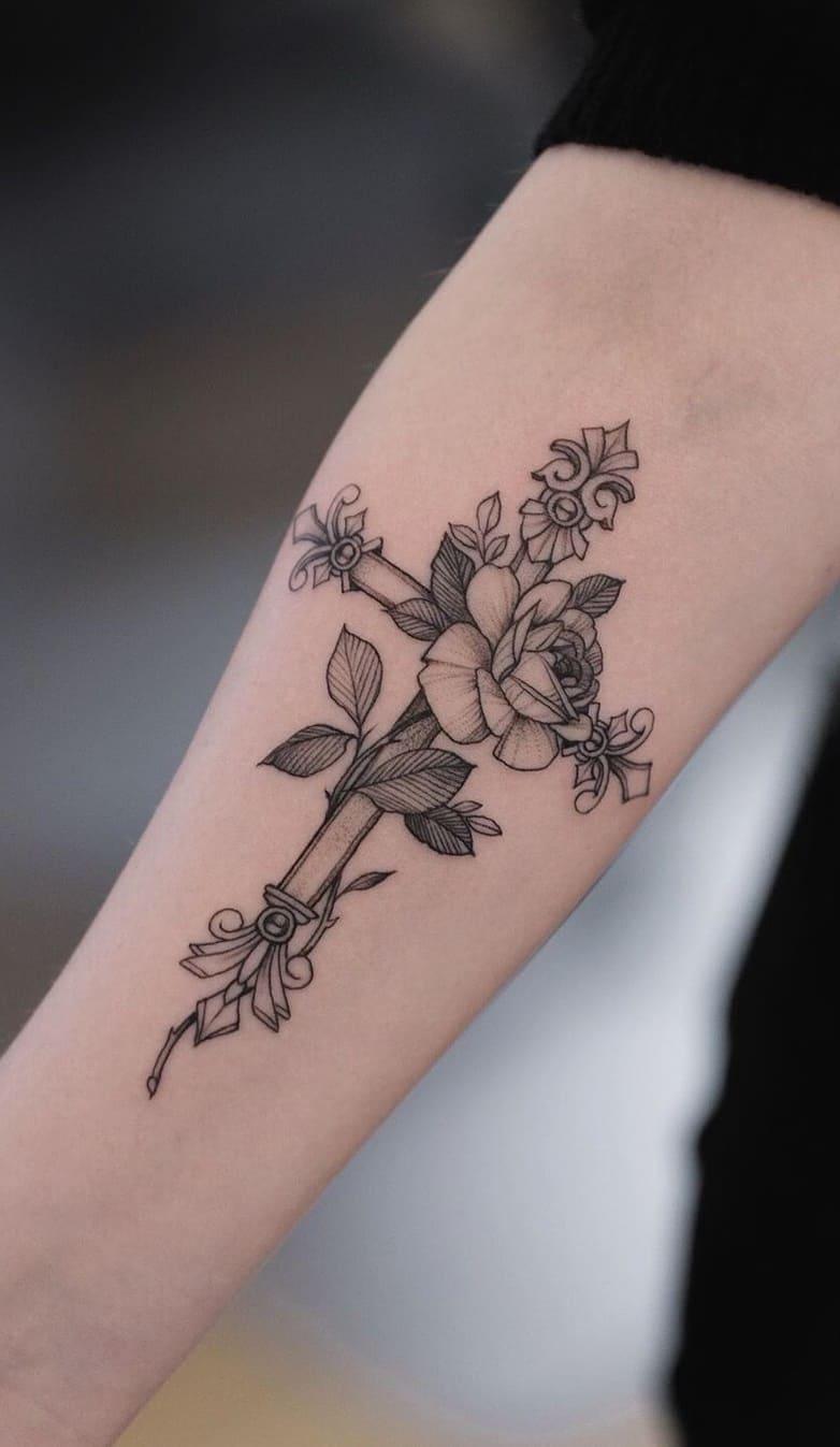 Tatuagem-feminina-no-antebraço-TopTatuagens-27