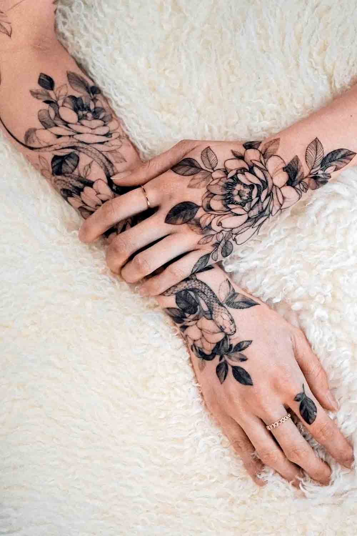 Tatuagens-femininas-no-antebraco-old-skull
