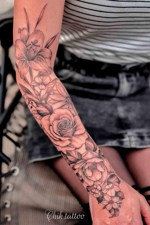 antebraco-fechado-de-tatuagem-de-rosa