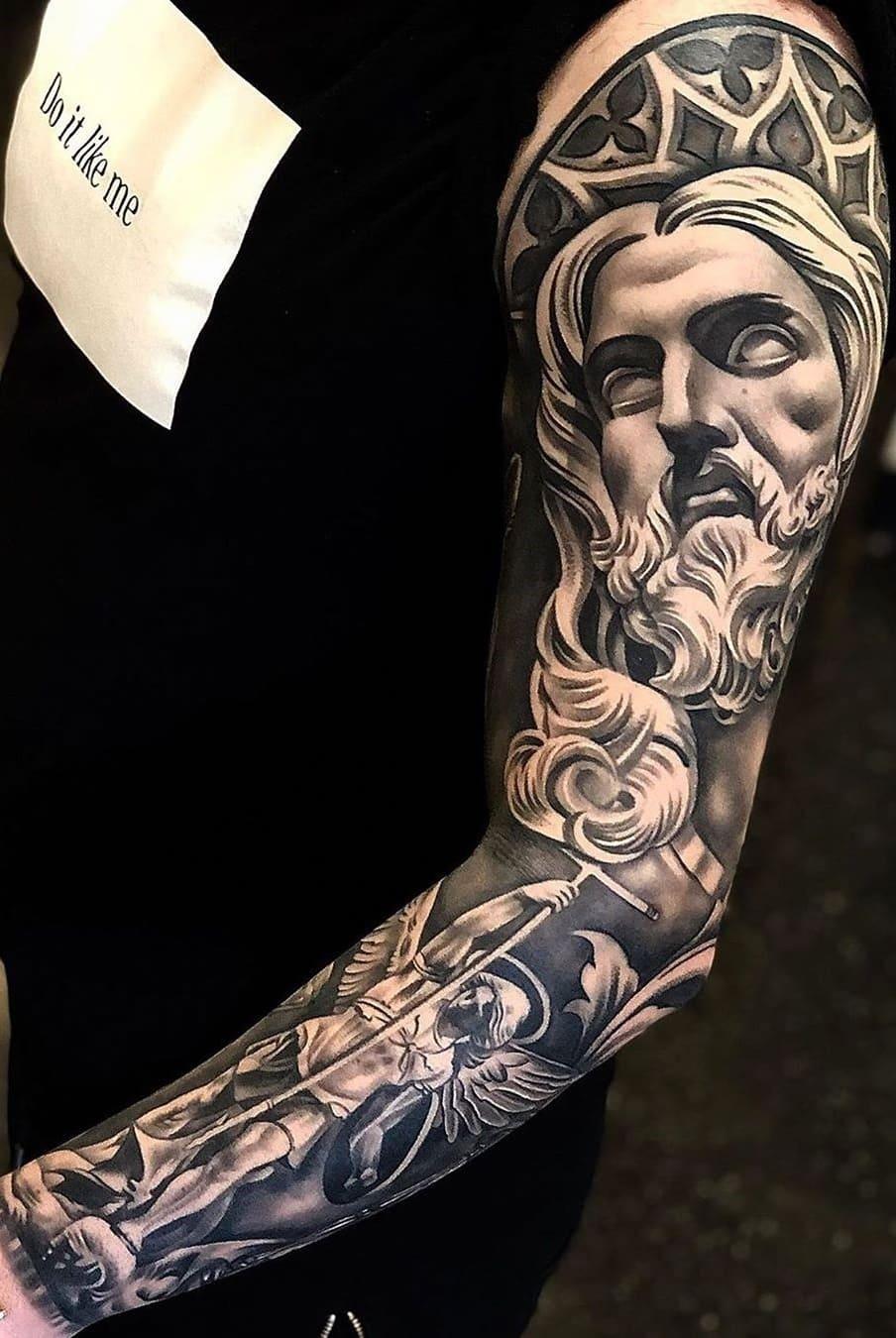 braço-fechado-de-tatuagem-12