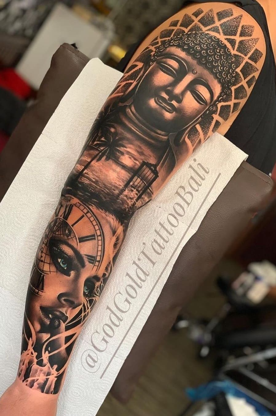 braço-fechado-de-tatuagem-32