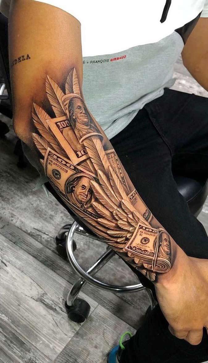 tatuagem-de-asa-e-dinheiro-no-antebraco