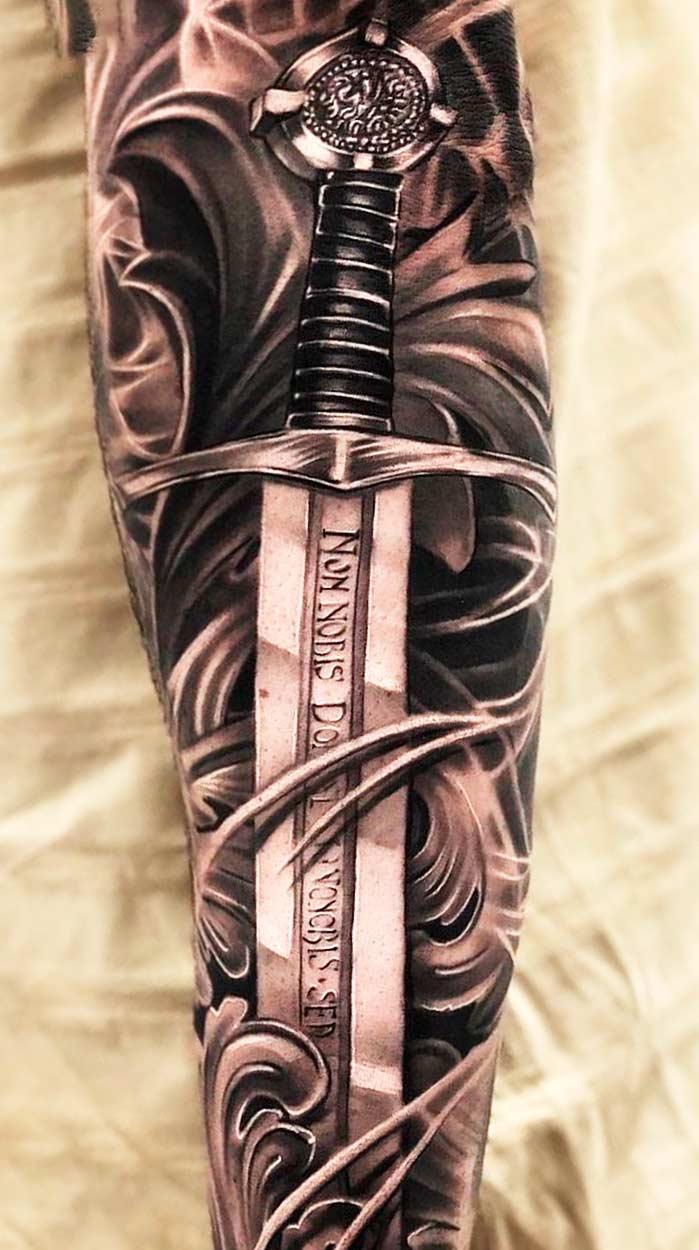 tatuagem-de-espada-no-antebraco