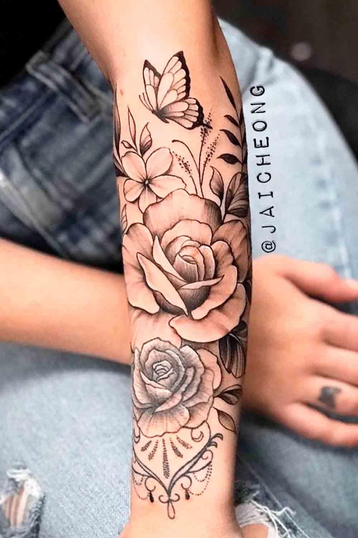 tatuagem-de-rosa-e-borboleta-no-antebraco