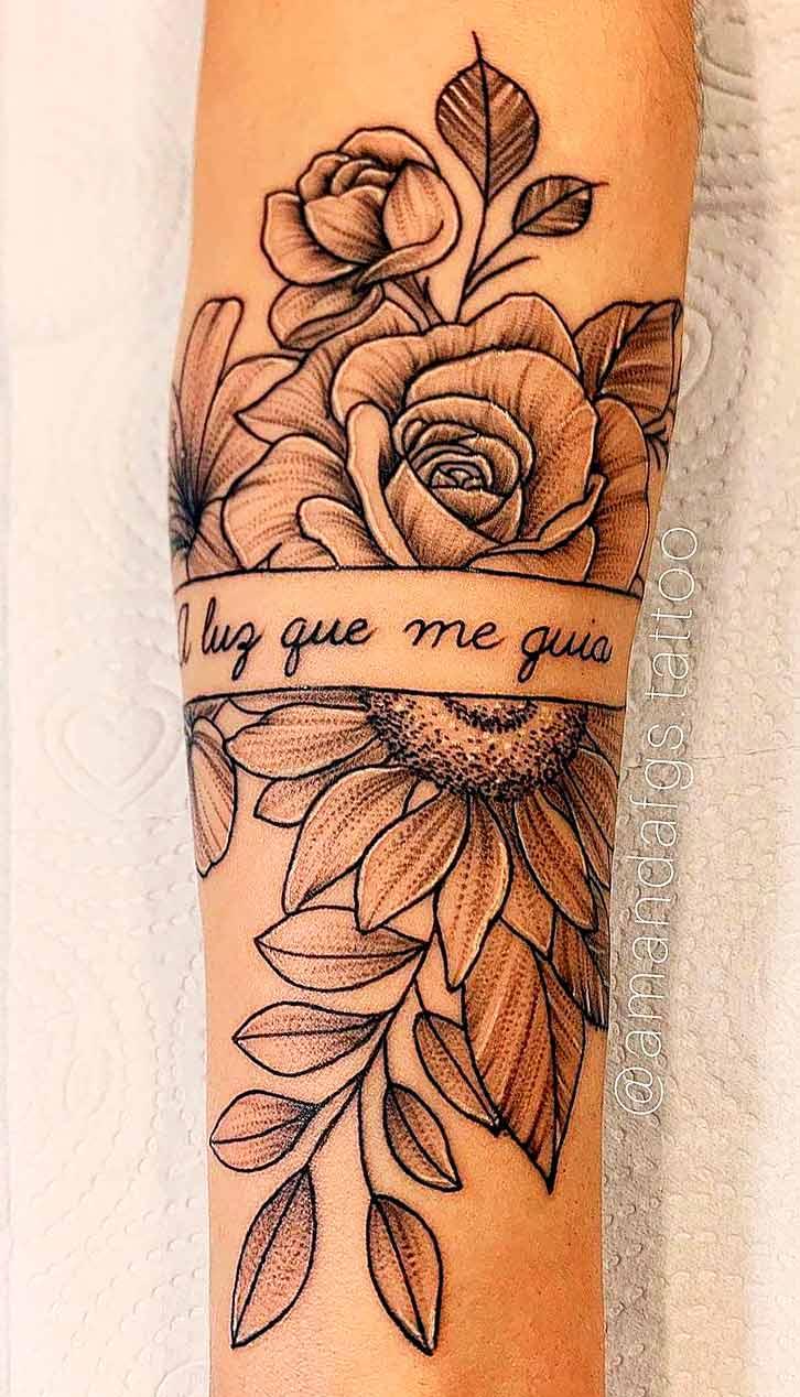 tatuagem-de-rosa-escrito-luz-que-me-guia
