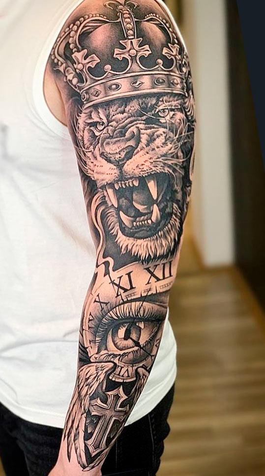 foto-de-tatuagem-de-leao-olho-e-relogio-no-braco