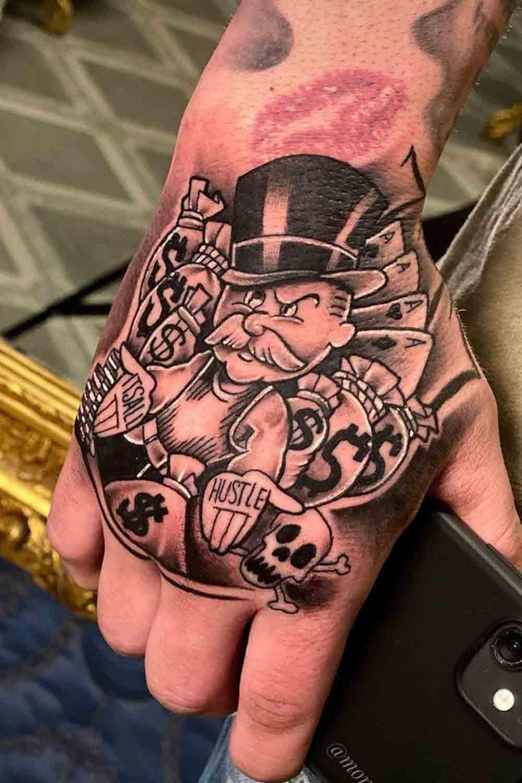 tatuagens-masculinas-nas-maos-12