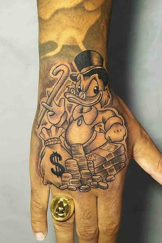 tatuagens-masculinas-nas-maos-18